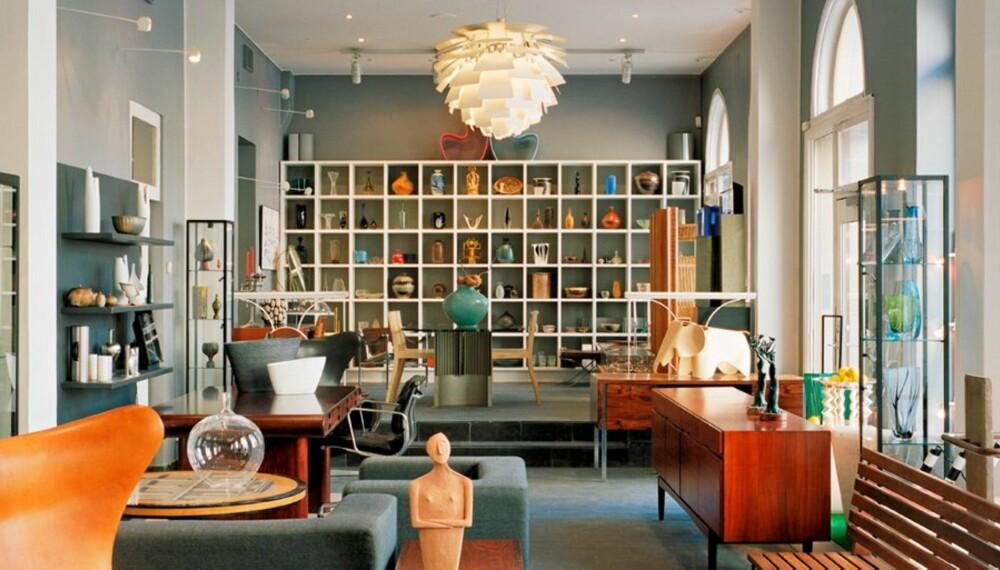 MODERNITY: Fokus på skandinavisk design. Er det ikke noe kjent med lampen som henger fra taket?