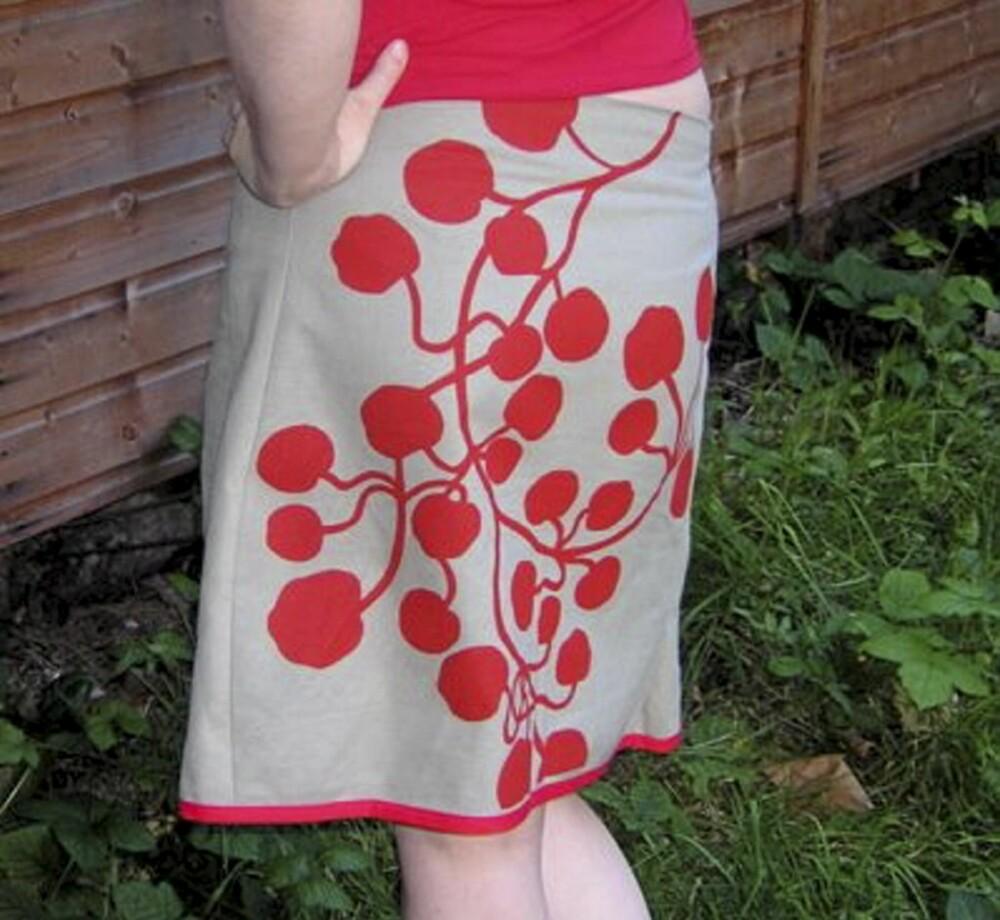 Skjørt laget av tekstil fra Ikea.