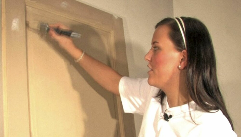 MALINGTEST: Norgesmester for lærlinger, Annie Helen Pedersen, har testet fire vannløselige malinger fra de største produsentene.