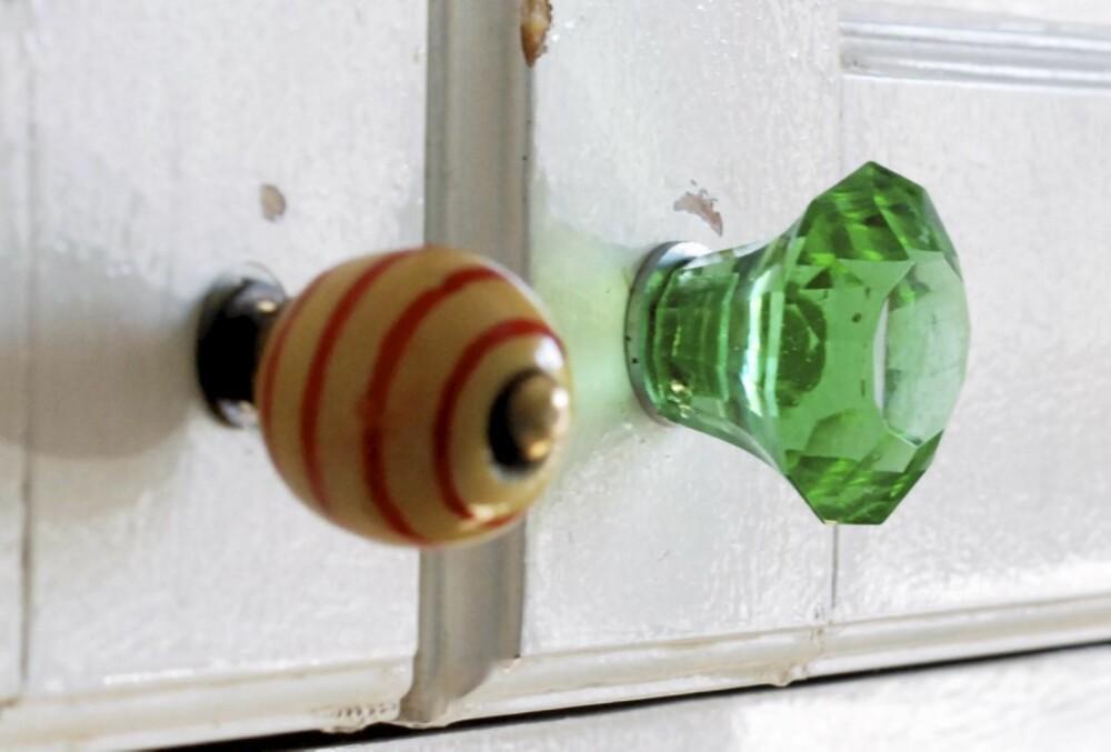 BYTT KNOTTER: Et enkelt innredningstips er å bytte knotter på kommoder og skap.