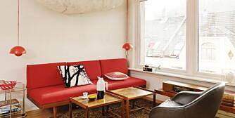 INSPIRASJON: Den stramme sofaen er produsert av Ekornes, trekket er nytt.