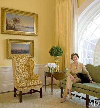 LAURA BUSH: Førstedamen er avbildet i East Sitting Hall.