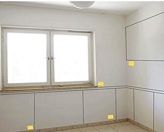 TEGN PÅ VEGGEN: tegn opp innredningen på veggen og sett opp gule lapper.