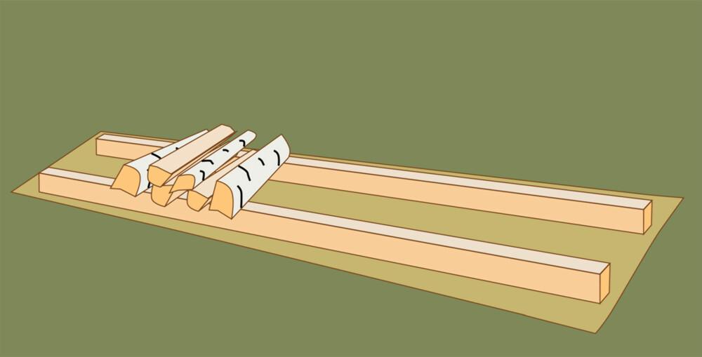 Lagre ute: Legg en bit presenning under stabelen, og stable oppå to bord.