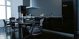 SVART SOM NATTEN. Svart gir dybde til interiøret og den er lett å kombinere med andre farger.