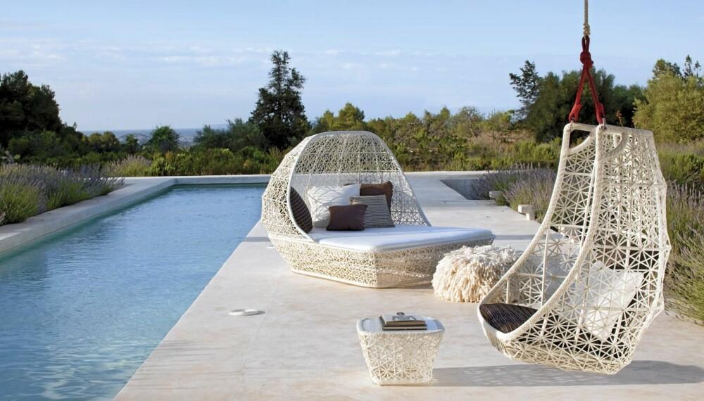 """SPANSK SWING: Kolleksjonen """"Maia"""" er designet av spanske Patricia Urquiola for Kettal. Hengestolen koster kr 12 500 pluss kr 4890 for pute, Ballerud Hagesenter."""