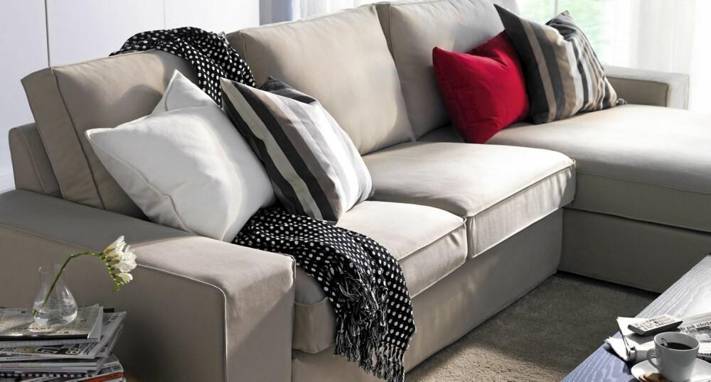 KIVIK: Er en ny sofa fra Ikea. Her reklameres det med at sofaen skal tilpasse seg deg, og huske sin egen fasong når du reiser deg.