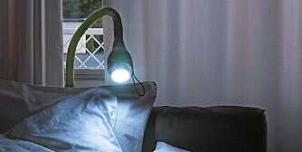SKUDD I NATTEN: Led-lampen «Seed» er inspirert av en voksende spire og kan kles med tekstiler i ulike farger. Armen kan roteres i ulike retninger. Design ved Hedda Heyerdahl Braathen for Northern Lighting, kr 1590, Pur Norsk.