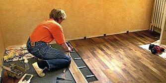 SKJØTER: Skjøtene skal fordeles jevnt over hele gulvet når du legger parkett.