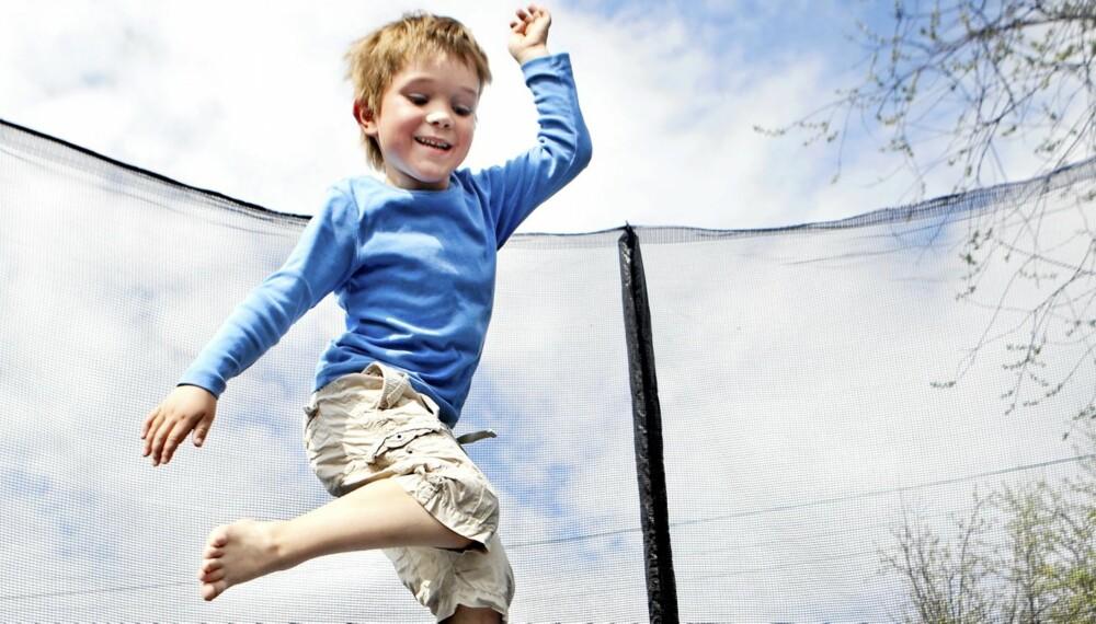 PASS PÅ: Sørg for at barna dine er trygge på trampolinen.