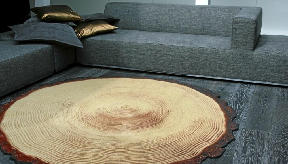 TRE LOOK-A-LIKE: Teppet fra nederlandske Soonsalon ligner et stykke tre. Våger du å ta dette inn i stua?