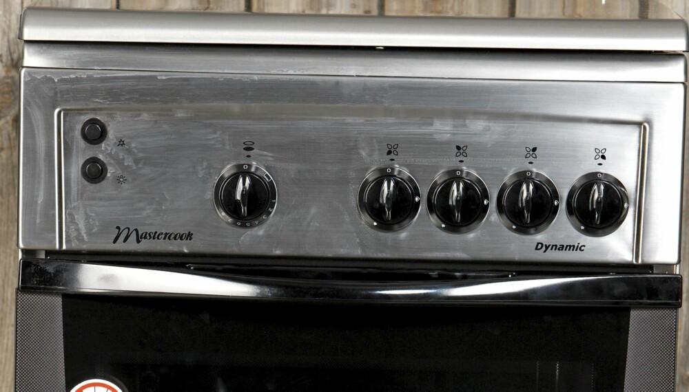 INDUSTRISTIL: Med den moderne industrielle stilen på kjøkkenet følger det med noen utfordringer. Det oppstår lett fettflekker og fingermerker.