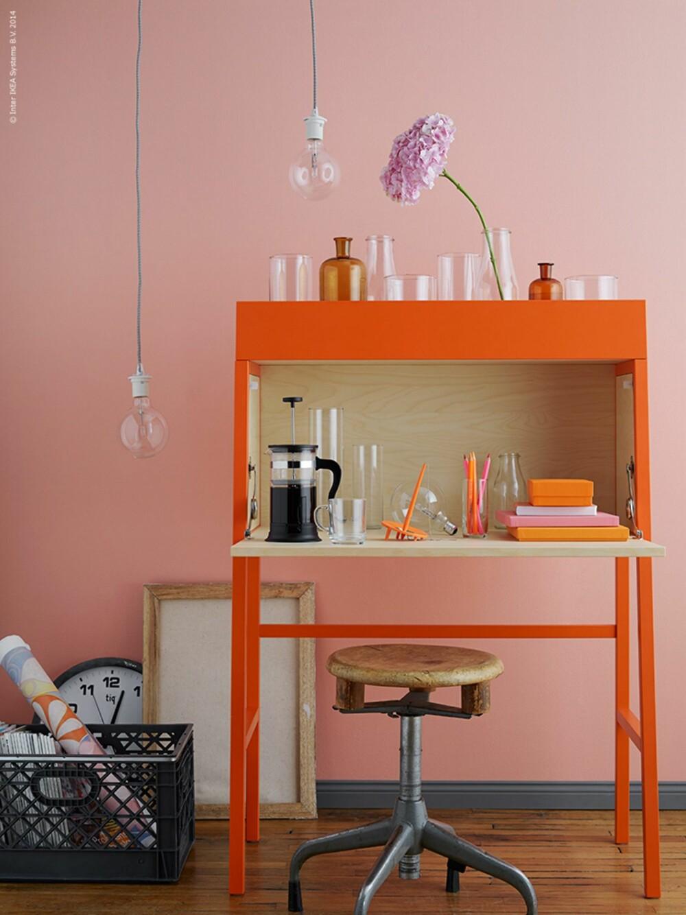 TAKK FOR I DAG: Et arbeidsbord som kan lukkes er praktisk og dekorativt.