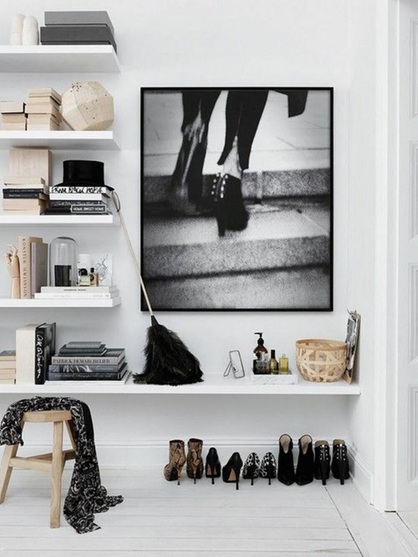 VI HYLLER: Hyller på veggen er dekorativt og fint. Her kan det også være rikelig med oppbevaringsplass.