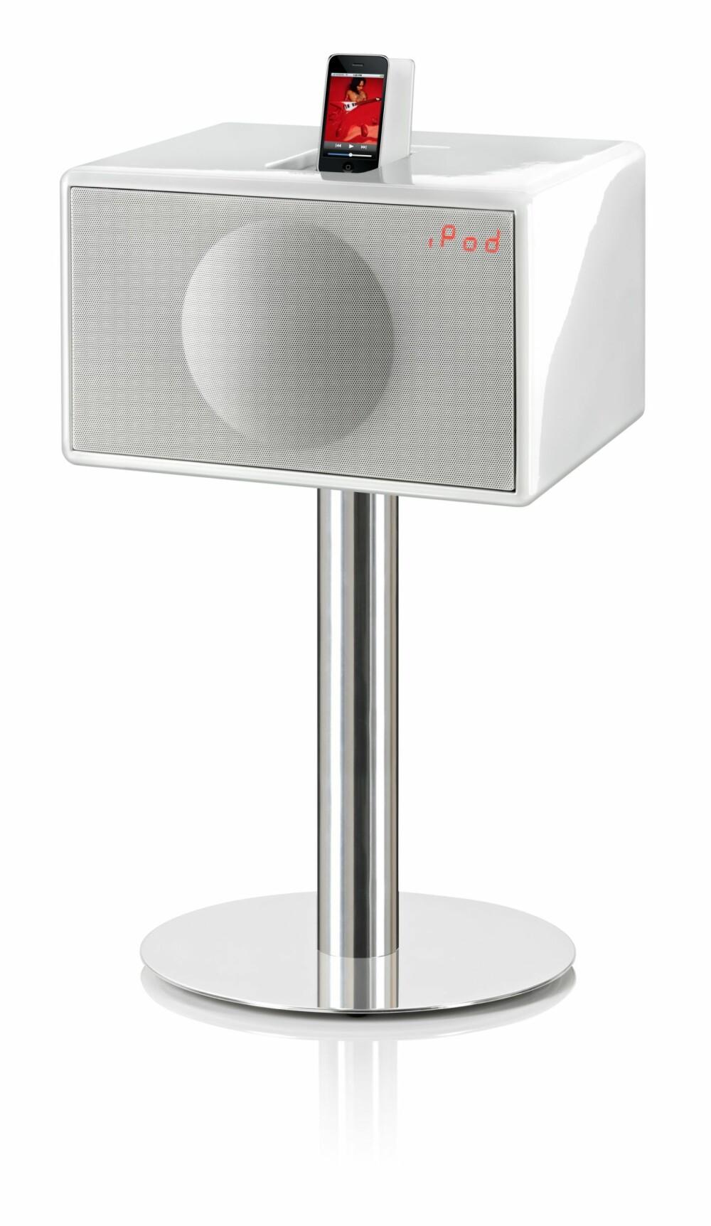 FULL PAKKE: Geneva Model Large er et fullverdig stereoanlegg med kun én kabel. Inneholder cd- spiller, docking til Ipod/Iphone, FM radio, og eksterne innganger for tilkobling av for eksempel tv. Kommer i fargene rød, hvit, svart og valnøtt. Geneva kan fås i ulike størrelser og prisklasser fra small til xx-large. Prisen på small ligger på 2995 kr. Geneva Large, kr 11 990 med stativ