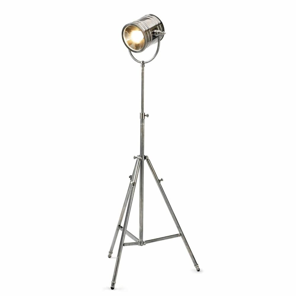 INDUSTRIELL: Denne lampen fra Nordal passer perfekt til den industrielle stilen.