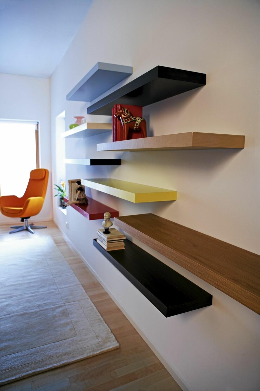 PERONLIG VEGGPRYD: Lack fra Ikea kan brukes på mange måter, og er interiørstylist Marianne de Bourg sin Ikea favoritt.