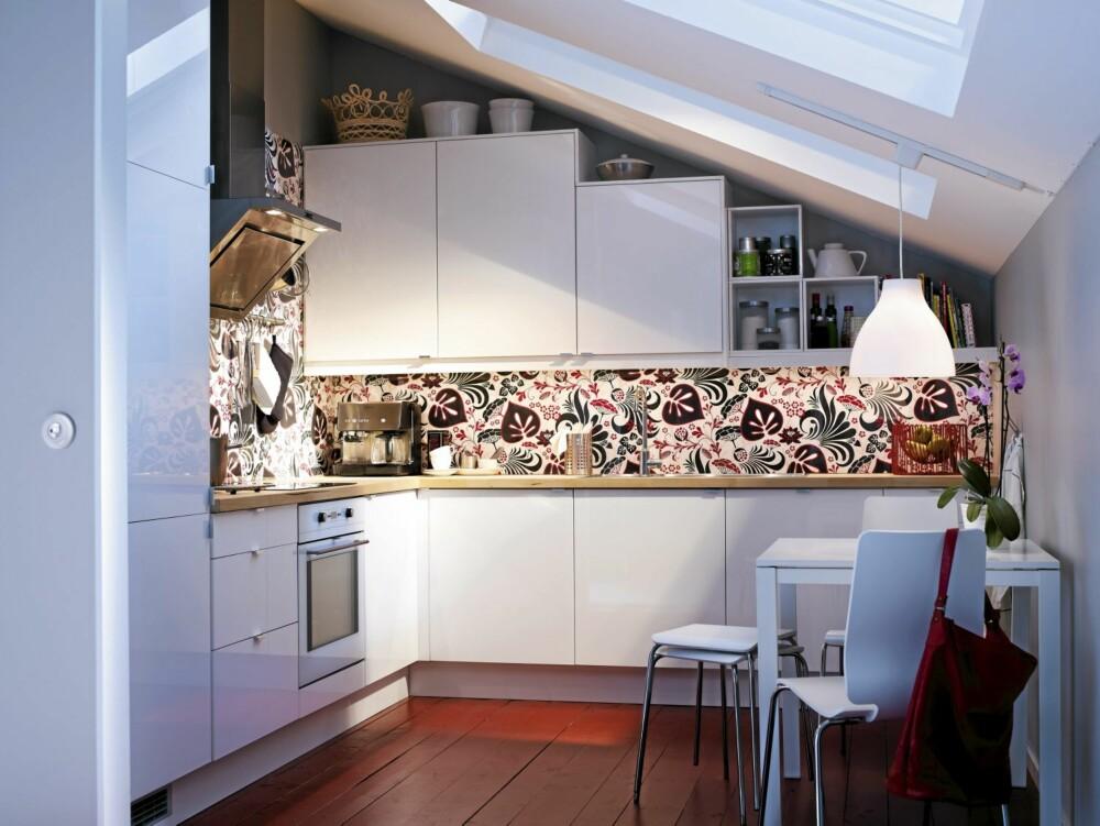 FLERFUNKSJONELT: Abstrakt kjøkkenskap kan brukes på mange måter og er interiørstylist Signe Schineller sin Ikea favoritt.
