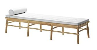TØFF BENK: Benken August fra PS serien kan også brukes som hvilestol. Bøy ryggstøtten opp og velg mellom 3 stillinger.