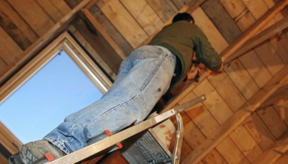 EFFEKTIVT: Det er raskere å utføre enkle reparasjoner selv, enn å vente på håndverker.