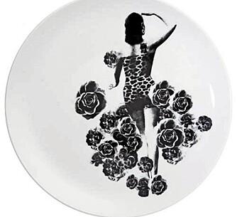 TALLERKEN: Hva med en tallerken designet av Lisa Bengtsson med kvinnemotiver. Disse koster cirka 500 kroner og kan kjøpes på lisabengtsson.se