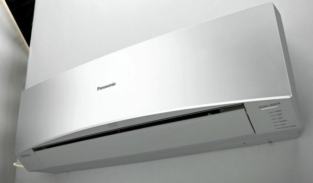 MINIMALISTISK: Panasonic er en av de største varmepumpeleverandørene. Prisen på modellen som er avbildet koster fra 14.500 kroner, eks montering.