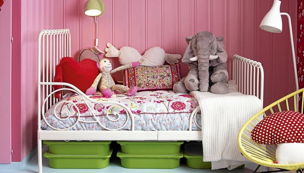 JENTEROM: Rosa eller ikke, det skal være rom for andre farger, leker og god oppbevaringsplass på jenterommet.