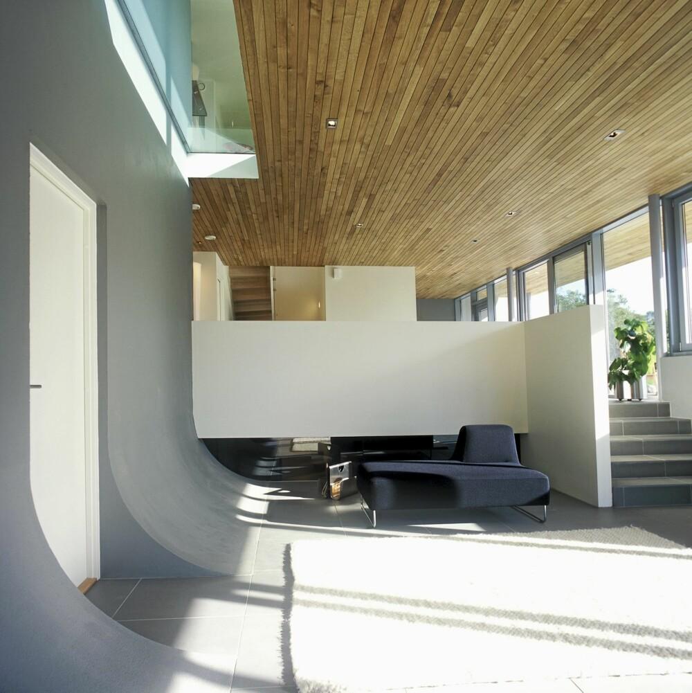 VELKOMMEN TIL ROMSKIPET: Stuen i første etasje består av to plan.