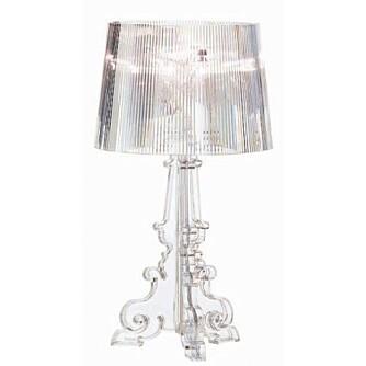 GJENNOMSIKTIG: Sats på møbler og belysning som lar lyset strømme fritt rundt i rommet.