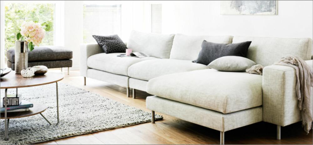 LEKRE BEIN: Denne sofaen fra Bolia, hvor beina er eksponert, vil gi inntrykk av mer gulvplass.