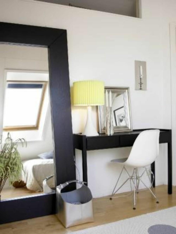 GJENSKINN: Send lyset ut i rommet igjen ved hjelp av et stort speil.