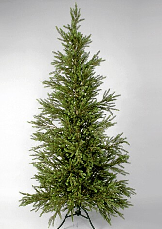 GODT FOR HELSA: For astmatikere og allergikere er kunstige juletre et godt alternativ, ifølge Norges Astma- og Allergiforbund.  Dette treet har støpte barnåler og er fra Blikkfang.no. Prisen er 2715 kroner. Høyde 210 cm.