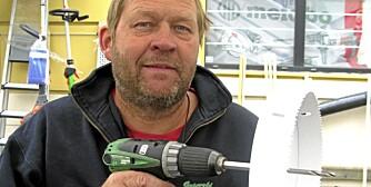 REPARERER VERKTØY: Steinar Grønvold hos Grønvold Maskinservice får mange henvendelser fra folk som har ødelagt batteridrillen sin.