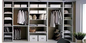 HIMMELSK! Et organisert klesskap ønsker deg velkommen om morgenen, og hjelper deg før du skal i selskap.
