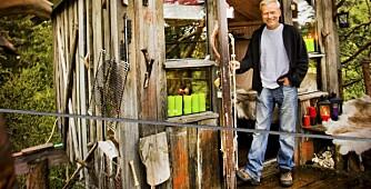 BYGGET GUTTEDRØMMEN: Frode Schei leier ut hytter i trærne i Ringsaker. Her bor du sammen med ekorn og fugl, med utsikt til elg og orrleik.