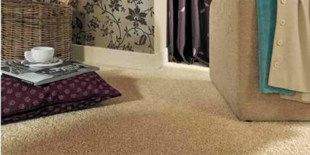 LUNT: Med vegg-til-vegg teppe fryser man ikke på bena så lett. Men vær obs på synlig skitt og støv på lyse tepper.