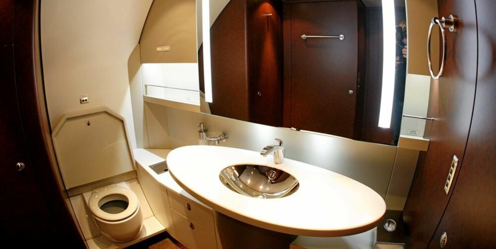 Toalettet du finner ombord i Airbus A3180 Elite er det slett ikke mye å utsette på.