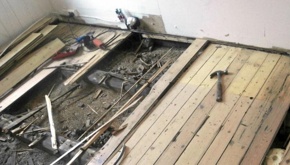 ØDELAGT: Gulvet er slipt for hardt og hele gulvet må byttes.