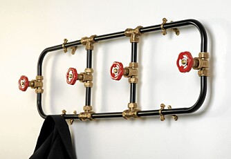 KNAGGEN PÅ PLASS: Nick Fraser har designet denne doble samt en enkel knaggrekke som er industrielt inspirert, nickfraser.co.uk