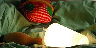 FARLIG: Løse lamper på barnerom bør unngås, de representerer potensielle brannfeller.