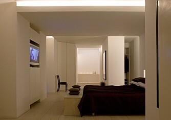 AVDEMPET: Invester i dimmere til soverommet, slik at du kan dempe belysningen og supplere med stearinlys etter behov.