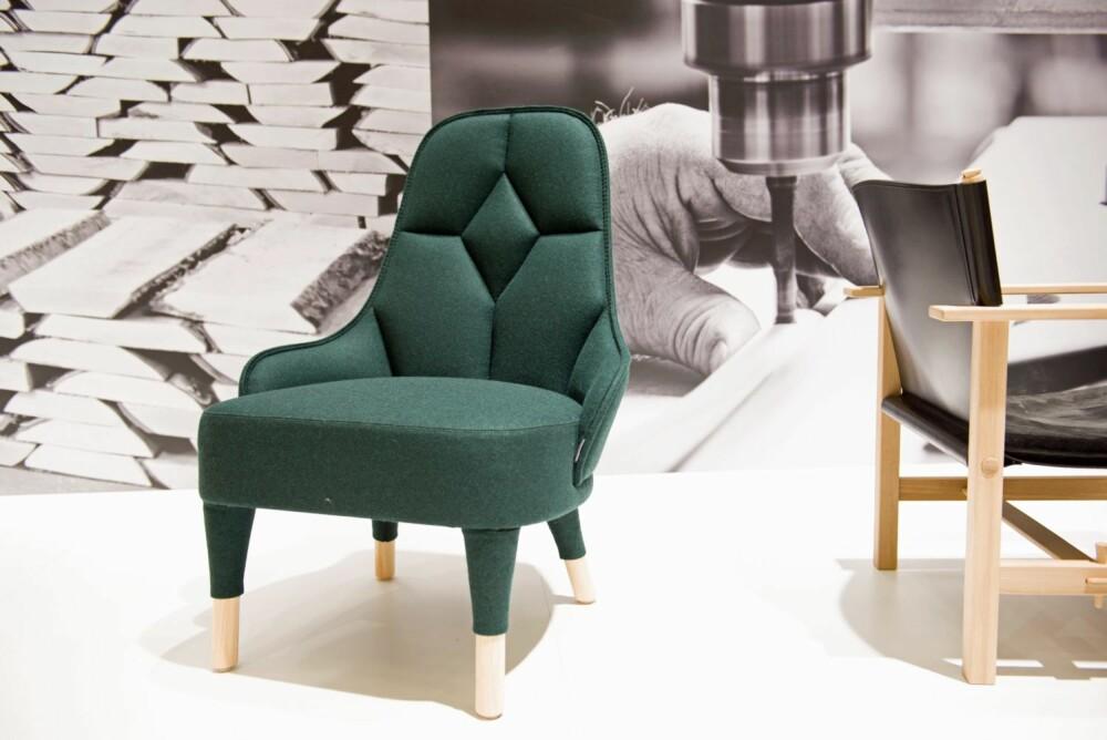 SVULMENDE OG GEOMETRISK: Lenestolen Emma produseres av Gärsnäs, en av Sveriges eldste møbelprodusenter