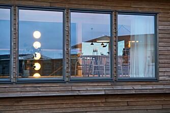 FASADELYS: Tenk lysplassering også sett fra utsiden. Et opplyst hus i mørket er hyggelig og viser frem interiøret.