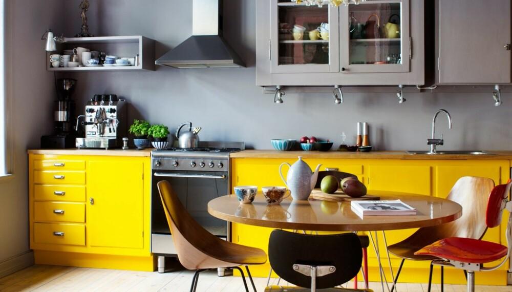 GULT ER FREMDELES KULT: Familien Skjulstad kjøkken er fargelagt i en samstemt og spennende skala. Se hva du kan gjøre med en del liter maling.