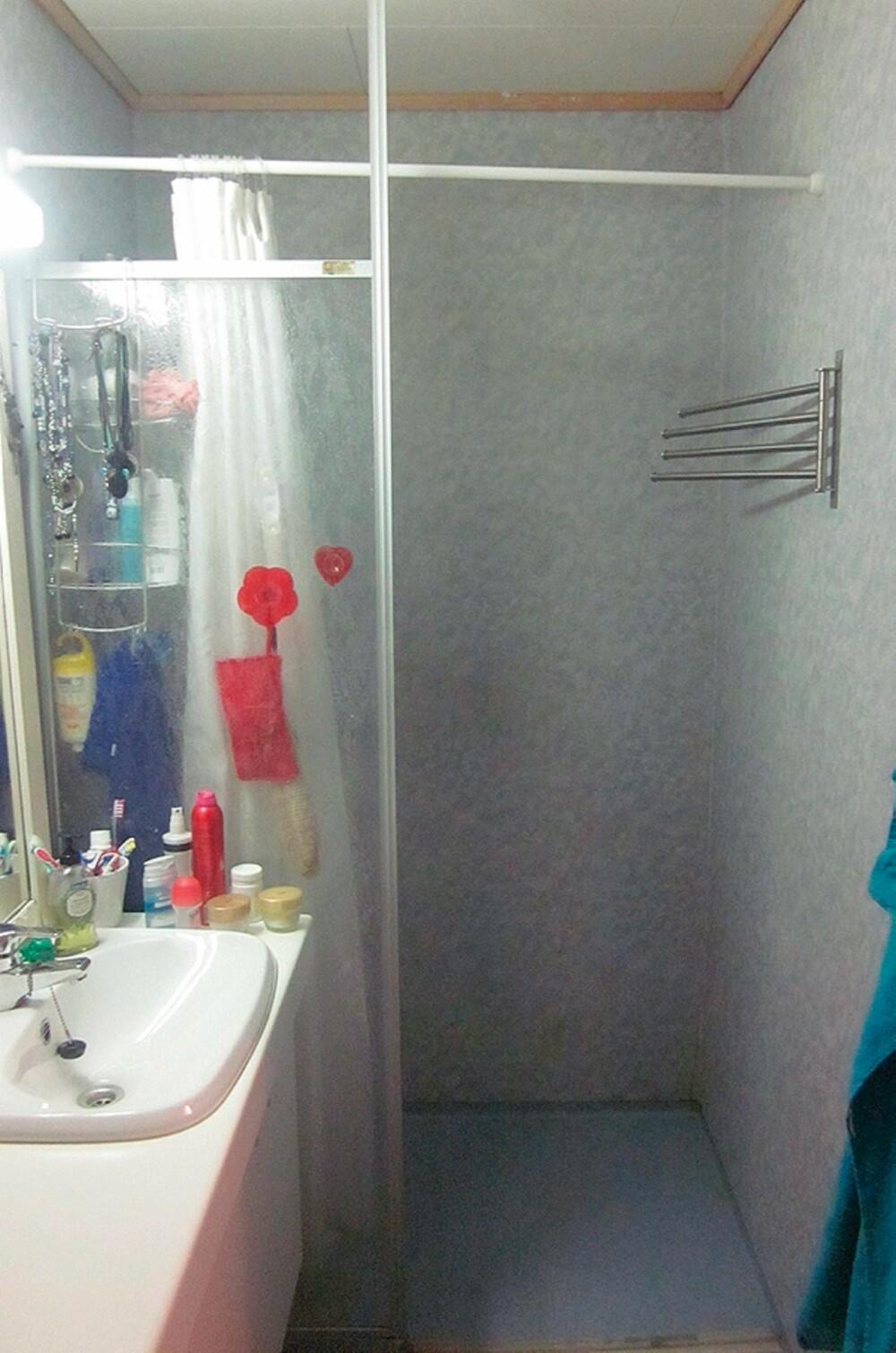 FØR: Det gamle badet hadde dårlig plassutnyttelse og utgått dusjhjørne. Her var det ikke det minste fristende å ta seg en dusj. Foto: Foto: Privat