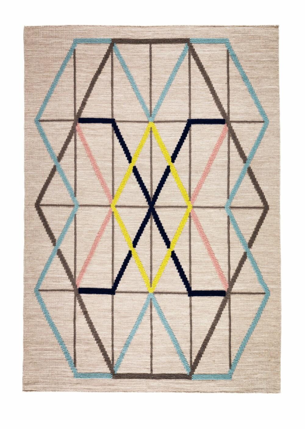 OGSÅ NATUR: Det geometriske teppet i Ikeas nye PS-kolleksjon er også i hundre prosent ull.