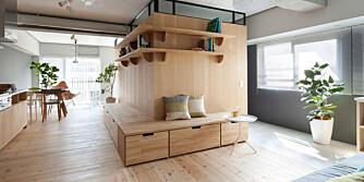 SKJULER SOVEROM: Arkitekten gjemte to soverom inne i denne smarte oppbevarings-klossen i den kompakte leiligheten.