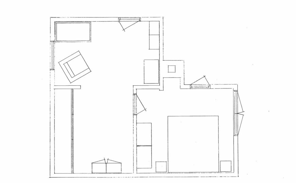 GAMMEL PLANLØSNING: Annenetasjen besto av et større foreldresoverom (til høyre) og et udefinert rom med barneseng i den ene enden og garderobe i den andre.
