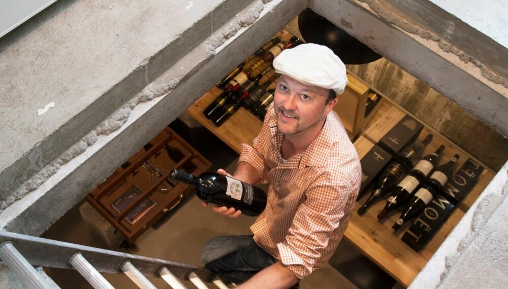 LAGET VINKJELLER PÅ TRE MÅNEDER: Hjemmets vinkjeller fikk Trond bygget i høst. Den er i betong, og fylt med Champagne, Bordeaux-vin, Riesling «og en del snadder fra den nye verden, Amerika og Australia primært,» sier Trond.