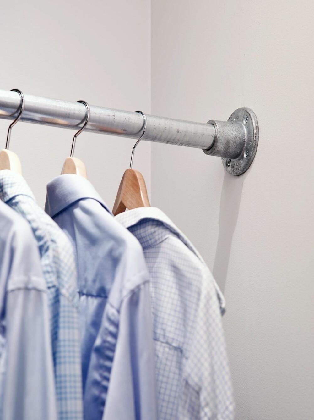 ROBUSTE STENGER: De solide stengene tilfører et industrielt preg til garderoberommet. Kee klamp fås i aluminium eller stål, leveres fra Tyco Building Services Products.